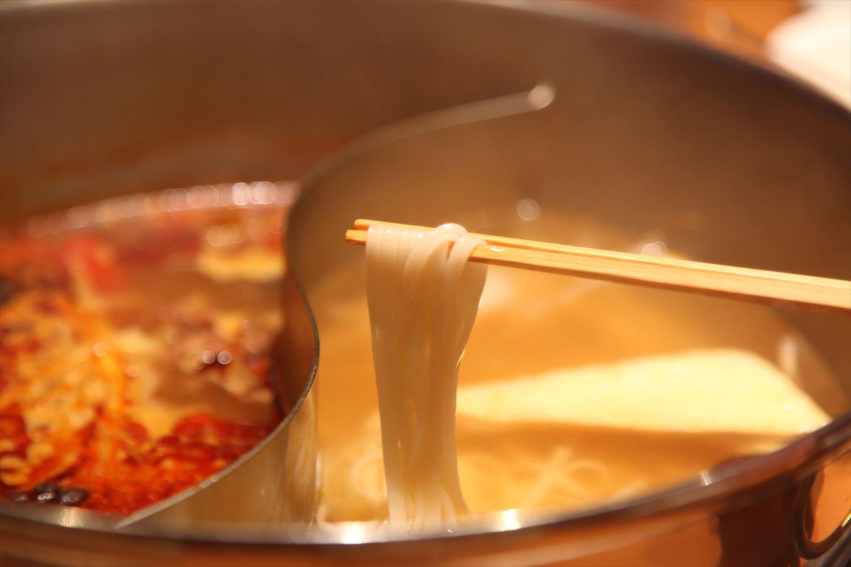 〆の麺を清湯で煮込み、辛味系スープを経由してから卵ダレにつけてみた。一言。最高である