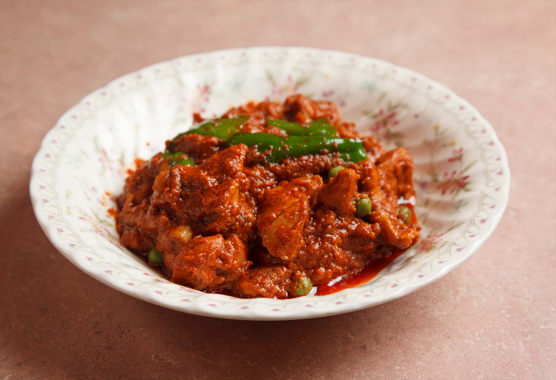 七之助さんお気に入りのチキンマサラをムルギランチのトッピングで注文する常連もいるという。それもまた混ぜたからこその味わい